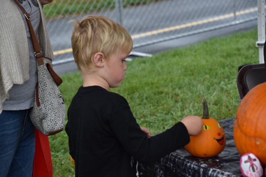 <big><big>Pumpkin decorating for the kids!
