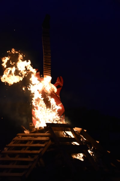 <big><big>Before long, the ten foot guitar was up in flames!